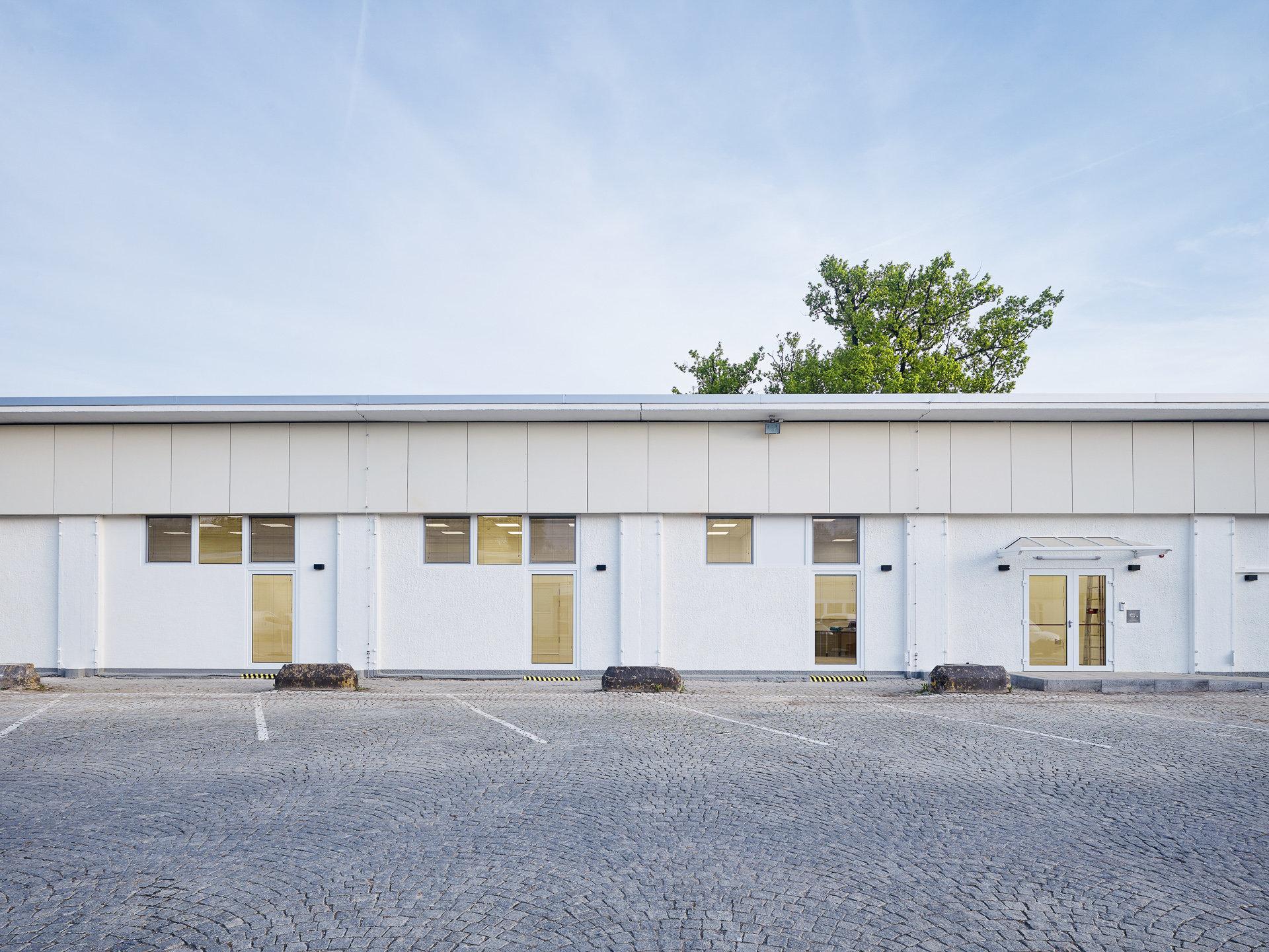 Umbau / Umnutzung Panzerhalle zu KinderhortSchelling Architekten, Karlsruhe - Projektleitung in Stuttgart: Frau SixtBauherr: Staatl. Hochbauamt RT, Amt Stuttgart, Projektleitung: Herr Schneider